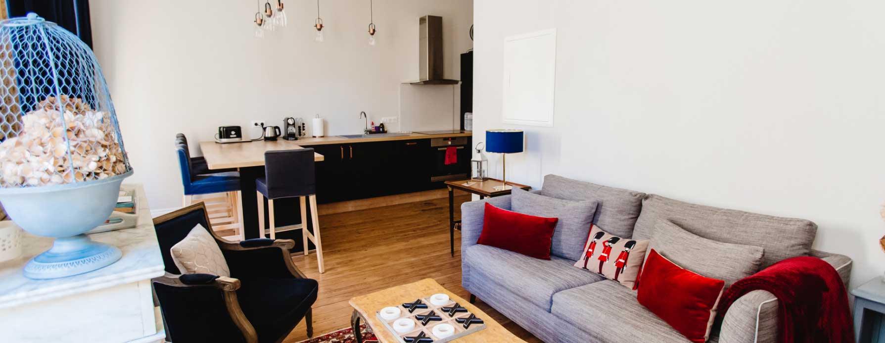 Mietwohnung_BordeauxWohnzimmer_und_Kueche
